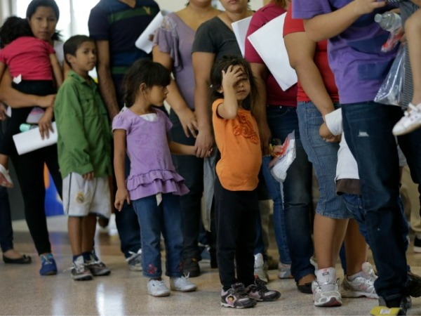 immigration-children-line