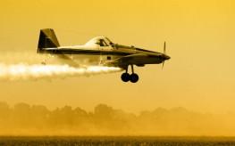 pesticides_plane