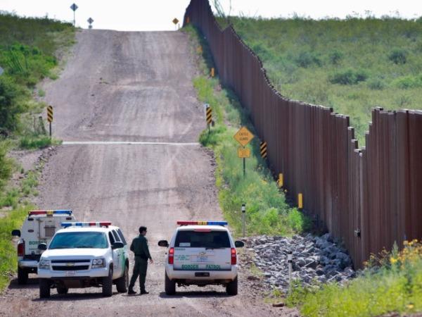 border-patrol-cars-fence