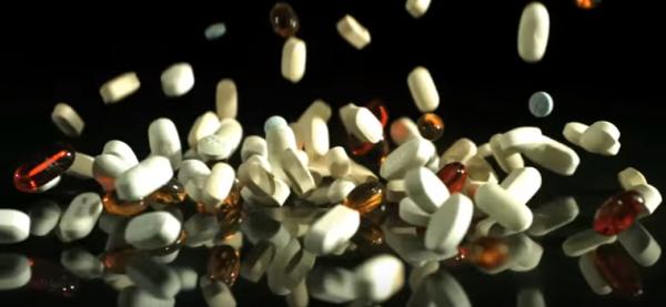 pills-falling